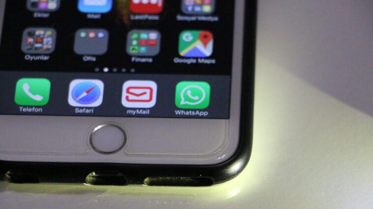iPhone için WhatsApp kurulu telefon